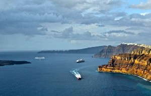 ferries-arriving-santorini-ferry-port