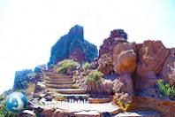 Hiking Skaros Rock 12