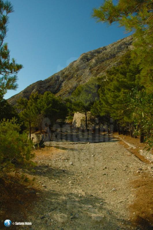 hiking kamari ancient thera2