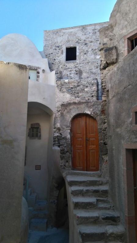 inside-Kasteli-in-Emporio-village-Santorini-compressor