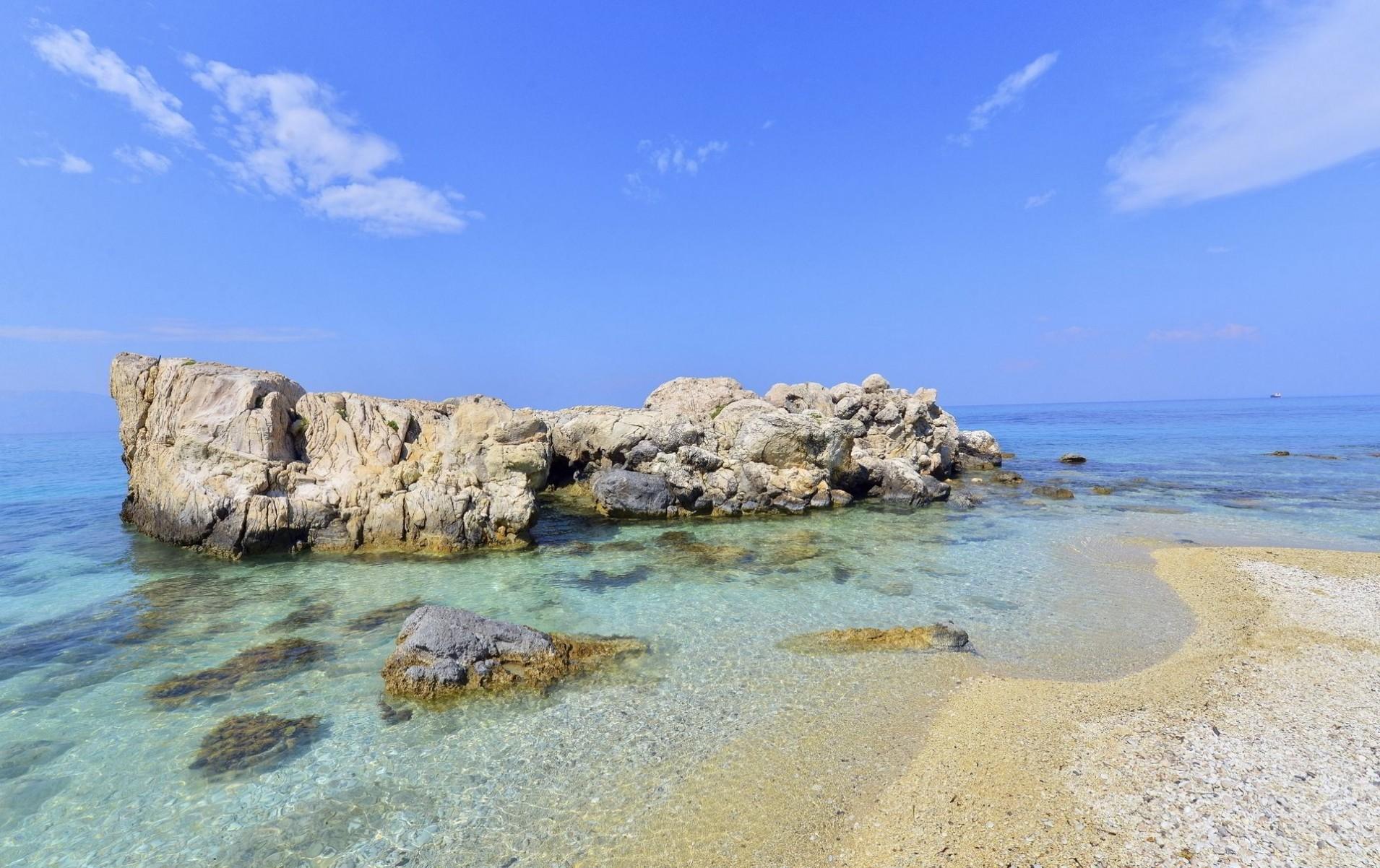 Beach-in-Antiparos-island-Cyclades