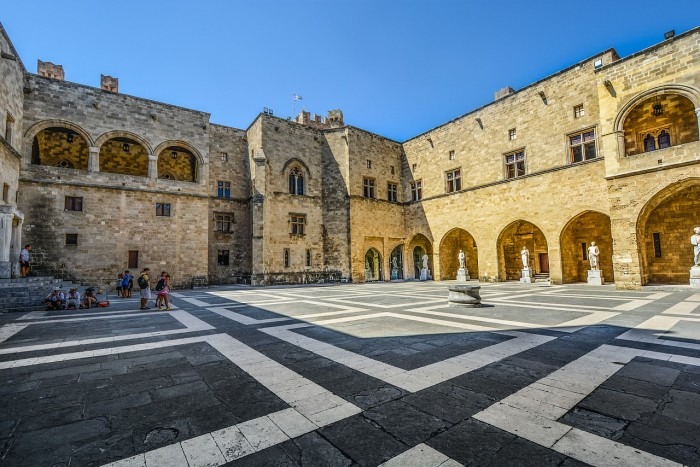 things to do in rhodes old town