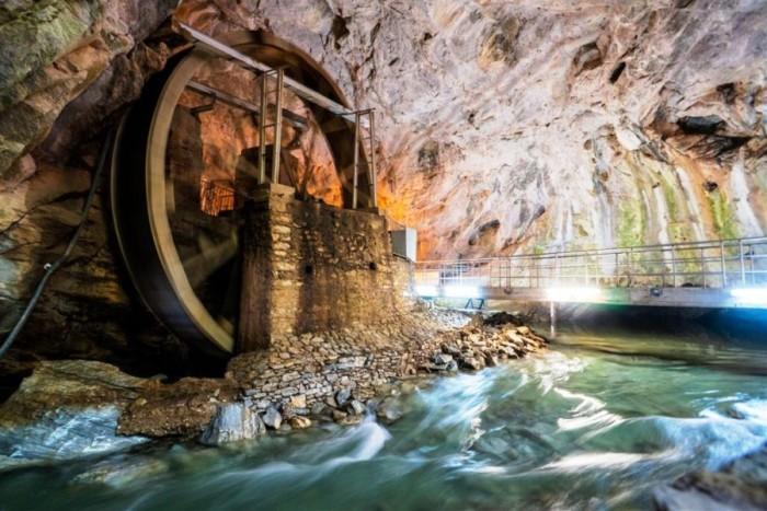 aggitis cave river