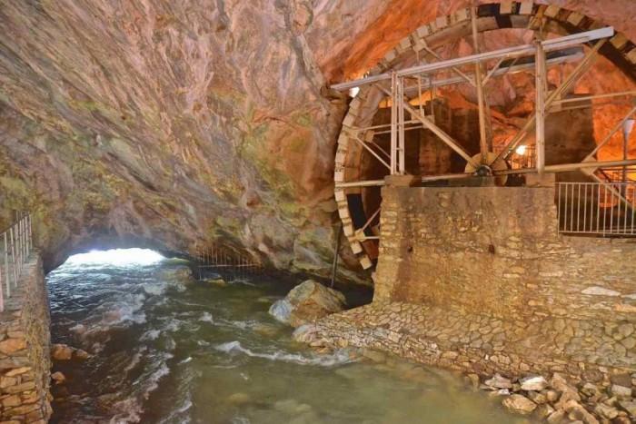 aggitis river cave